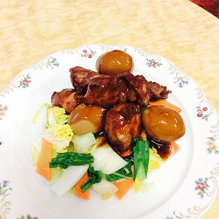 横浜野菜の蒸し野菜・はまぽーくと卵の甘辛醤油煮込み